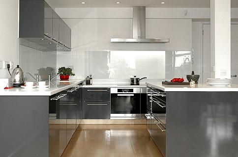 modèle cuisine gris et blanc